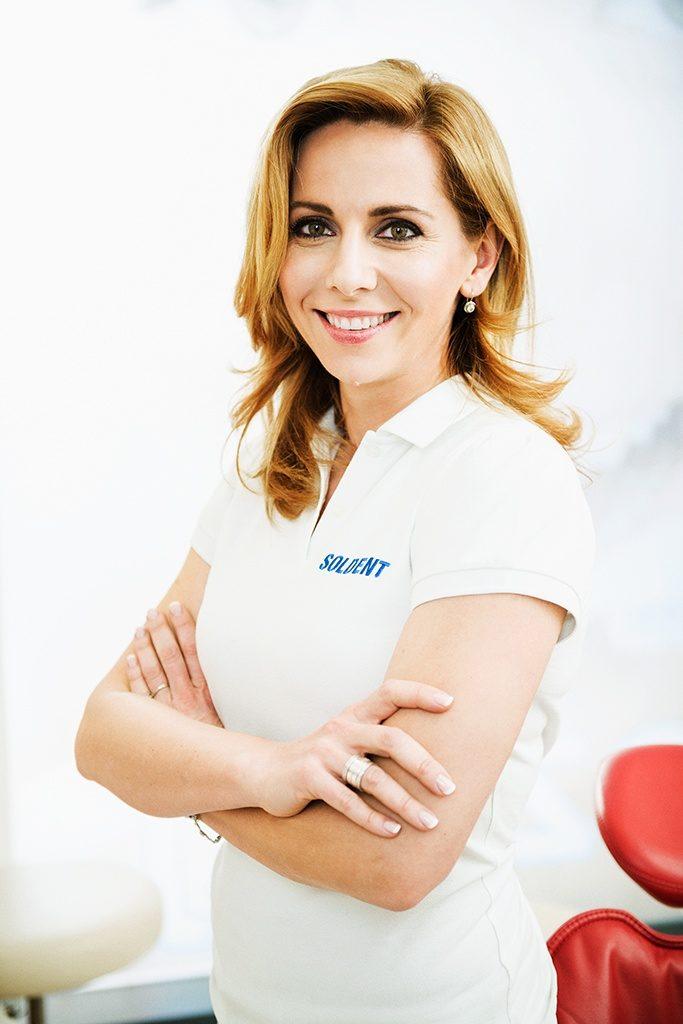Dr Katarzyna Łoza-Sołtyk z warszawskiej kliniki Soldent jako pierwsza w Polsce zaczęła stosować w leczeniu zgryzu aparat lingwalny